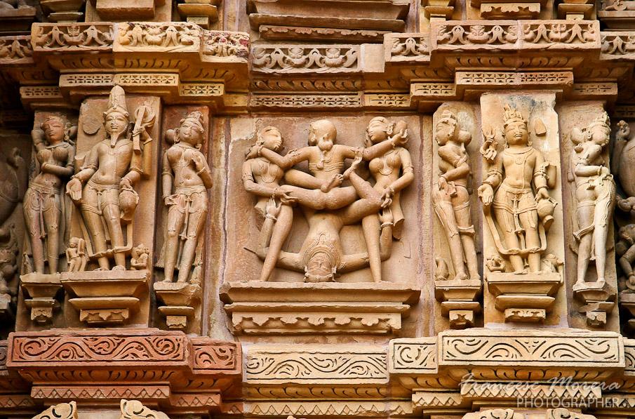 68.Temple_Kandariya_escenas_eroticas