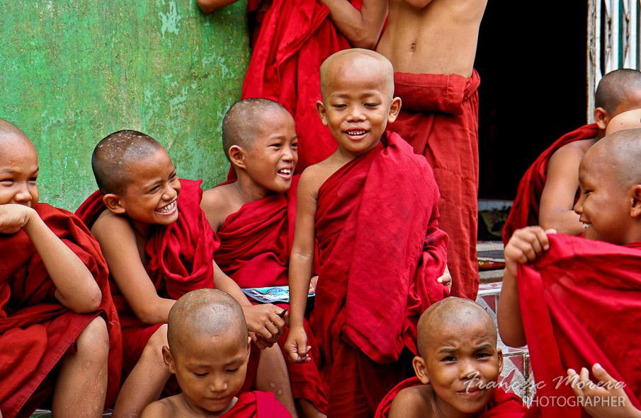 Jovenes monjes en Botataung
