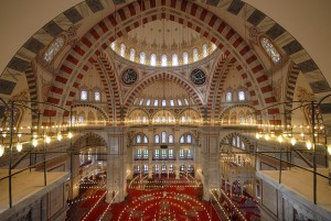 Interior de la mezquita de Fatih
