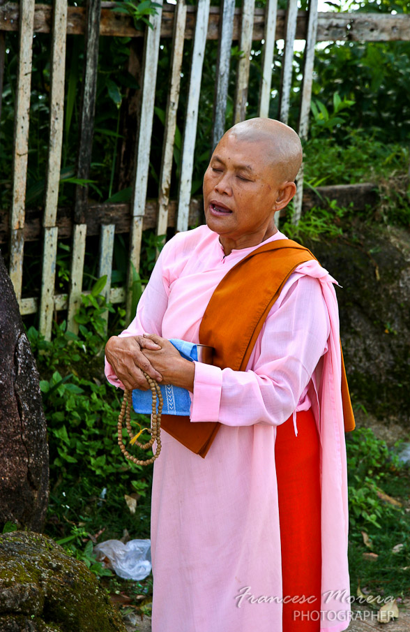 monja rezando