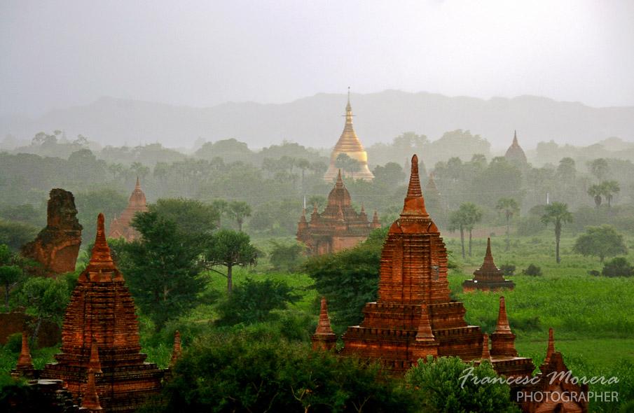 Bagan en la niebla
