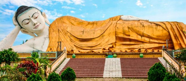 Secret Burma,  the country of the giant Buddhas
