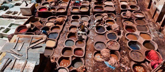 El curtido tradicional de la piel en Fez
