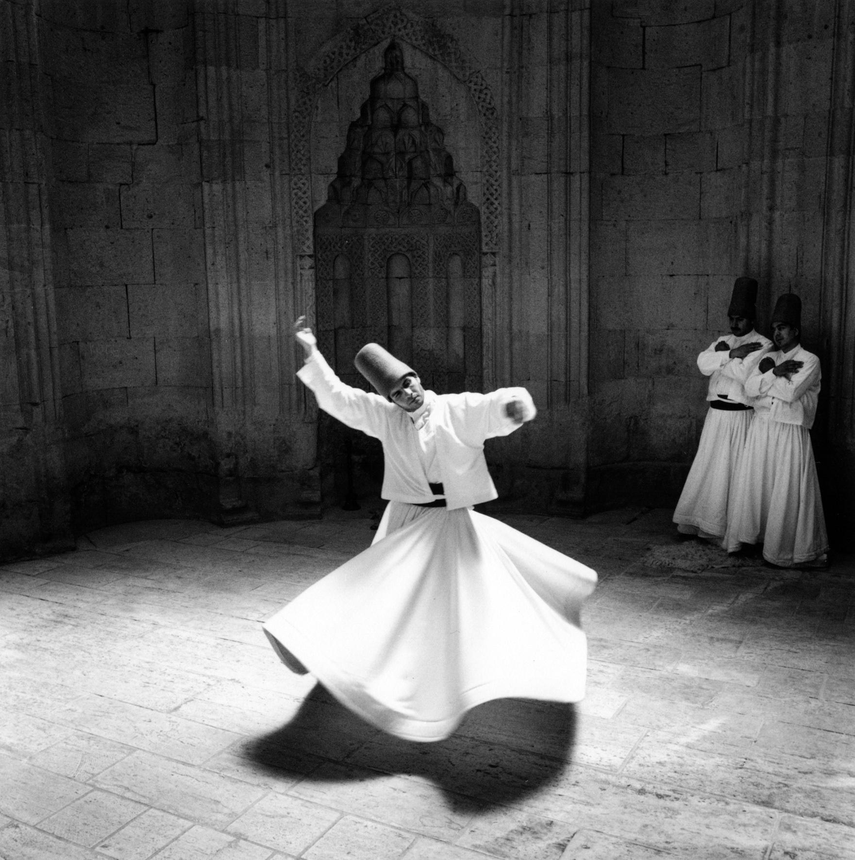 Los derviches, místicos danzantes