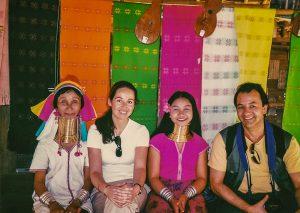 con las mujeres jirafa